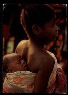 C317 NIGERIA - ETHNICS FOLKLORE - LAGOS - YORUBA GIRL WITH BABY - Nigeria