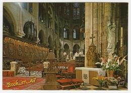 {79007} 75 Paris , La Cathédrale Notre Dame , Le Chœur Et , à Droite , La Statue De Notre Dame De Paris - Notre Dame De Paris