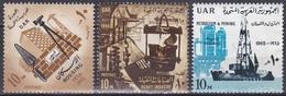 Ägypten Egypt 1965 Geschichte History Revolution Industrie Industry Bauwerke Buildings Erdöl Oil, Mi. 797-9 ** - Ungebraucht