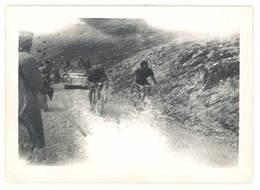 Photo Ancienne Course Cycliste , Coureurs Dans Col, Tour De France ? - Sports