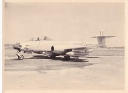 PHOTO 24,2 X 18 Cm DJIBOUTI En 1954/1956 - AVION De Chasse à Réaction GLOSTER METEOR @ FRANCE MILITAIRE AVIATION - Aviation