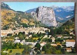 CASTELLANE  (04). LOT DE 2 CPM . ANNEES  1968 Et 1980 - Castellane
