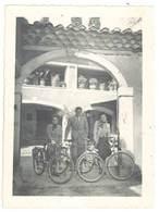 Photo Ancienne Homme & Femmes Avec Leurs Vélos - Personnes Anonymes
