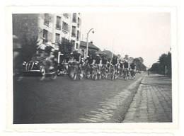 Photo Ancienne Course Cycliste à Localiser - Sports