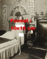 Reproduction D'une Photographie Ancienne D'une Jeune Femme Nue Dans Une Chambre En 1906 - Reproductions