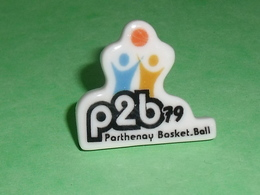 Fèves / Sports : Basket Ball , Parthenay , P2B 79 , Feve Plate  T52 - Sport