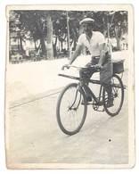 Photo Ancienne Homme Sur Son Vélo, Partant Pour La Pêche ? - Personnes Anonymes