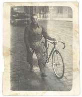 Photo Ancienne Homme Et Son Vélo De Course , Marseille , Quatre Chemins - Personnes Anonymes