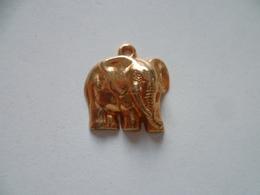 FEVE METAL PENDENTIF  ELEPHANT - Animaux