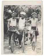 Photo Ancienne 3 Hommes Sur Leurs Vélos - Personnes Anonymes