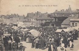 Le Mans. La Place De L'Eperon Un Jour De Marché - Le Mans