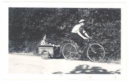 Photo Ancienne Homme Et Son Vélo Charrette Attelée, Scouts ? - Personnes Anonymes