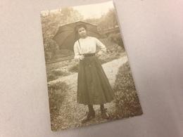 JUNGE FRAU MIT SCHIRM - MERAN - M. SENN - PHOTOGR. SANDHOF - 1911 - Identifizierten Personen