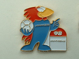 PIN'S FOOTBALL COUPE DU MONDE FRANCE 98 - FOOTIX -  SAINT DENIS - Calcio