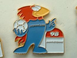 PIN'S FOOTBALL COUPE DU MONDE FRANCE 98 - FOOTIX -  SAINT ETIENNE - Football