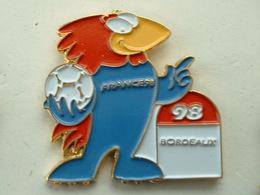 PIN'S FOOTBALL COUPE DU MONDE FRANCE 98 - FOOTIX -  BORDEAUX - Calcio