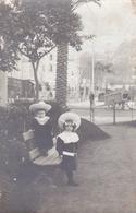 Carte Photo D'enfants (certainement  Dans Les Alpes Maritimes  Menton) Voir Scan - Menton