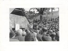 Lot De 2 Photos Anciennes Le Pélérinage Diocese De Saint Flour St à Bartres Lourdes Bergerie De Bernadette 16 Juin 1954 - Lieux