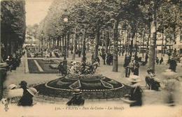 VICHY PARC DU CASINO LES MASSIFS ANIMEE CACHET HOTEL LA VILLA D'ORAN AU DOS - Vichy