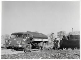 """Photo - Camion Citerne SAVIEM """" Fénéant """" Essence ESSO - Dun (18) - Années 1950 - Trucks"""
