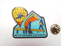 Beau Big Pin's , La Poste , Montgolfiére , Metz Devant Les Ponts - Post