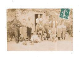 Carte Photo  Intérieur D'une Ferme Et Toute La Famille, Carte Adressée à DOLLON - Sarthe - To Identify