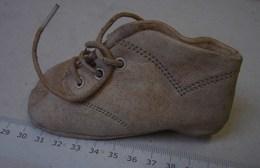 Lot. 1014. Une Chaussure De Poupée Taille 18. - Poupées