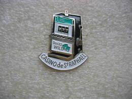 Pin's Machine à Sous Du Casino De Saint RAPHAEL. D'autres Pin's En Vente Avec Des Variantes De Couleurs - Games