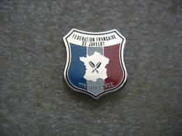 Pin's De La Fédération Francaise De Javelot, Tir Sur Cible - Badges