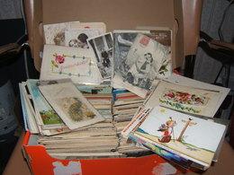 Environ  900 Cartes CPA Et  CPSM Petit Formats (drouiles Quelques  Petites) Dont 120 Fantaisies Avec 5 Ou 6 Brodées - Cartes Postales