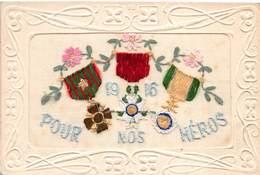Carte Brodée PATRIOTIQUE 1916 POUR NOS HÉROS  Décorations Militaires,médailles - Ricamate