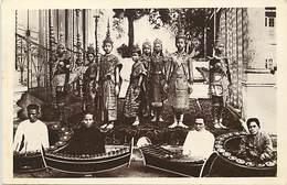 Pays Div -ref P460- Cambodge - Les Arts Coloniaux Paris 1931- Danseuses Du Roi  - Carte Bon Etat - - Cambodia