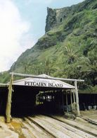 2 AK Pitcairn Island * Ansichten Dieser Insel U.a. Die Bootslandestelle In Der Bounty Bay * - Pitcairn