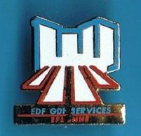 PIN'S //   ** EDF / GDF // SERVICES / ESSONNE **  . (Formula) - EDF GDF