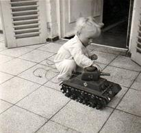 Petite Photo Carrée B.B. Originale Jeu & Jouet - Le Tank Allemand Filoguidé, Char D'Assaut, Char De Combat Miniature - Objets