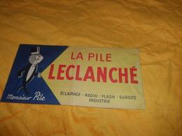 GRANDE POCHETTE PUBLICITAIRE LA PILE LECLANCHE. CACHET ELECTRICITE GENERALE J. HELLE ST ROMAIN DE COLBOSC - Publicités