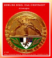 SUPERBE PIN'S BOWLING : KEGEL Club EINTRACHT, En émail Cloisonné Base Or Numéroté N°186 Signé La Clory Diamètre 2,8cm - Bowling