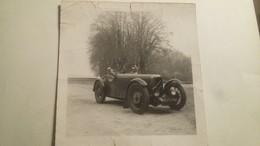 Ancienne Et Rare Photo D'une Voiture Ancienne Avec Un Couple Au Volant . - Automobiles