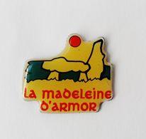 Pin's La Madeleine D'Armor Menhir Dolmen - 41R - Pin's