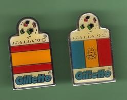 COUPE DU MONDE 90 ITALIE *** GILLETTE *** Lot De 2 Pin's Differents  *** 0101 - Football