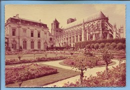 Bourges (18) La Cathédrale Saint-Etienne & L'Hôtel De Ville Vus Des Jardins 2 Scans 18-07-1960 (Rousselière) - Bourges