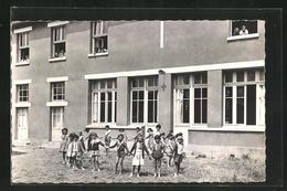 CPA Ver-sur-Mer, Enfants Dans La Colonie Les Flots - France
