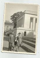Man,Woman,Boy Pose For Photo In Sofia   M,35-121 - Persone Anonimi