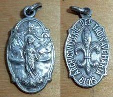 Médal-169 Médaille En Ag(poinçon)ARchonfrérie Des Trois AVE MARIA (BLOIS) - Religion & Esotérisme