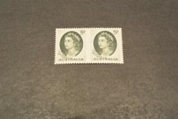 K18484 - Double Stamp Imperf. Between - MNH Australia 1963 - SC. 365b - Elizabeth II - 5p Green - Mint Stamps