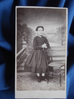 Photo CDV Houssois Au Hâvre - Second Empire Petite Fille Prenant La Pose, Joli Décor Circa 1860 L416 - Oud (voor 1900)