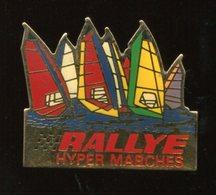 Pin's - Bateau Voilier Rallye Hypermarche Planche à Voile - Sailing, Yachting
