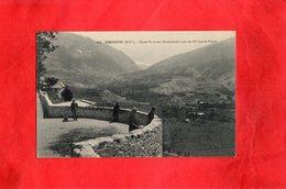 Carte Postale - EMBRUN - D05 - Rond Point De L'Archevêché à Pic De 70m Sur La Plaine - Embrun