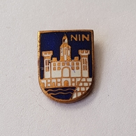 CROATIA CITY NIN COAT OF ARMS  INSIGNE BROCHE PIN BADGE DISTINTIVO - Cities