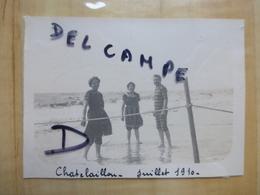 17 CHATELAILLON HOMME ET FEMMES EN MAILLOT DE BAIN PLAGE1910 PHOTO - Châtelaillon-Plage